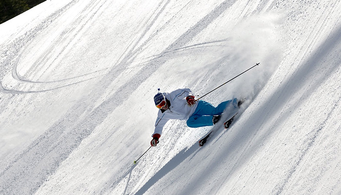 Cutting curves in the snow - Kitzbühel Ski Area, Kirchberg